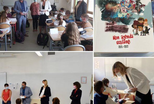 Avec Gérard Lambert, nous avons remis les agendas du département aux élèves de 6ème du canton pour la rentrée des classes